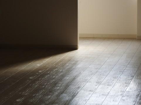 空き部屋の床