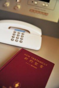 ホテルの部屋と聖書